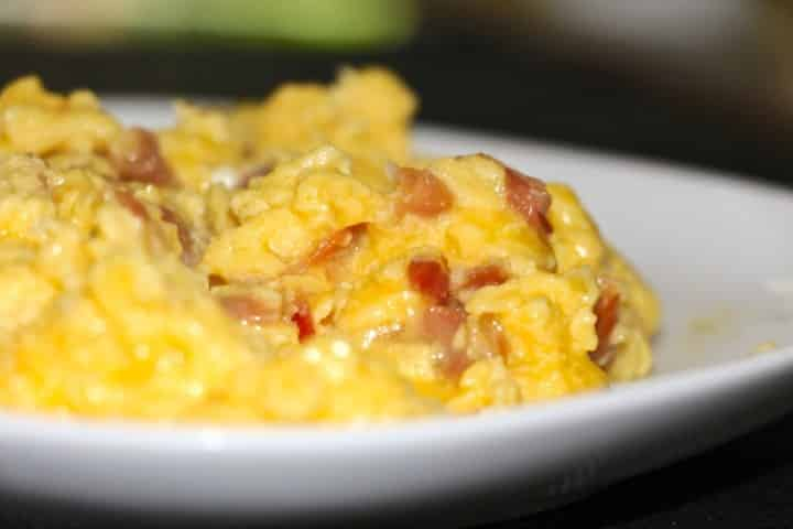 Scrambled eggs with jambon