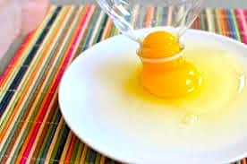 separating egg yolks